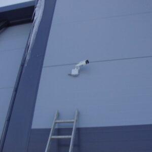 камера видеонаблюдение на стене