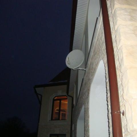 спутниковая антенна в коттедже