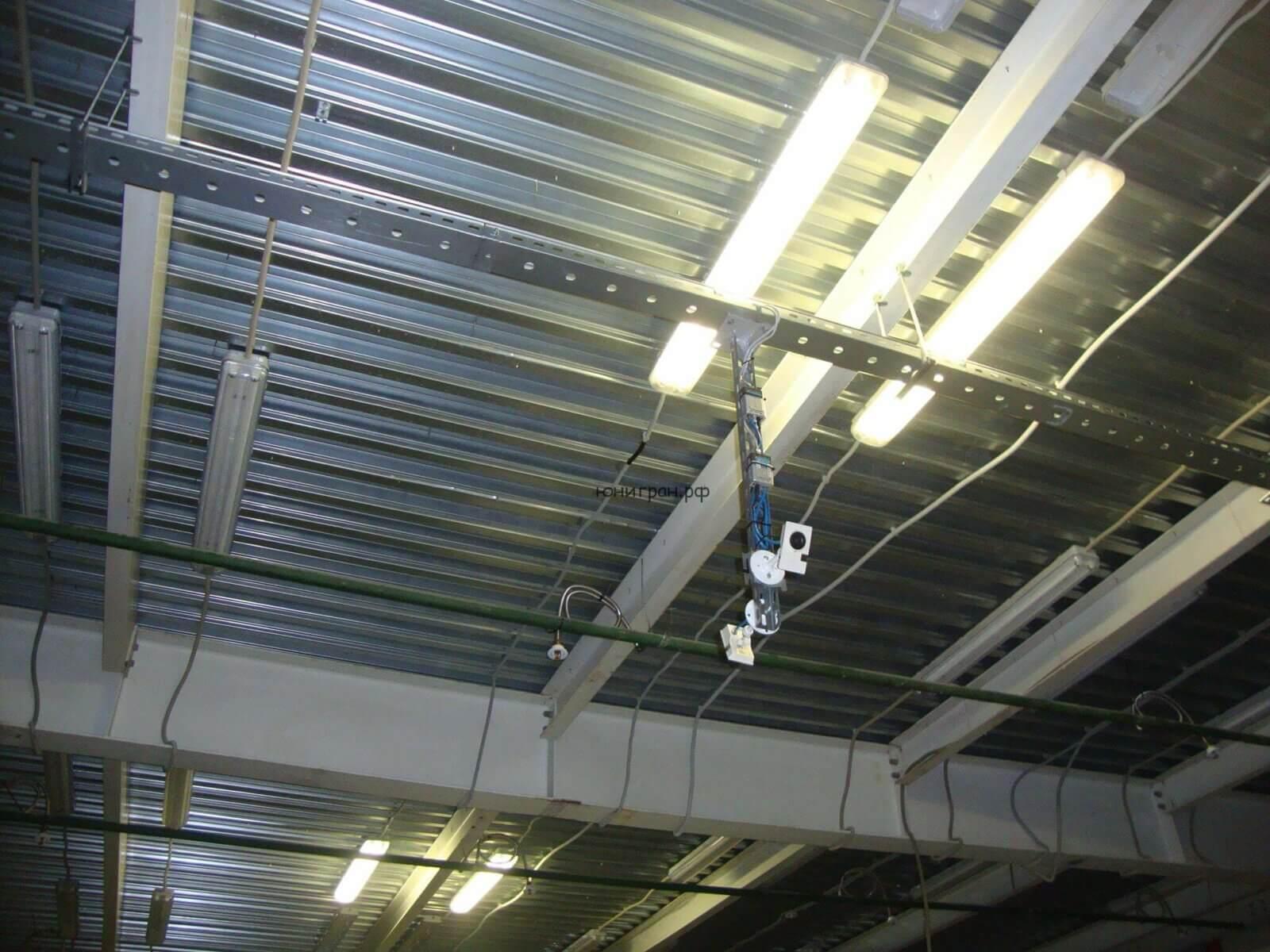 установлена камера видеонаблюдения на складе