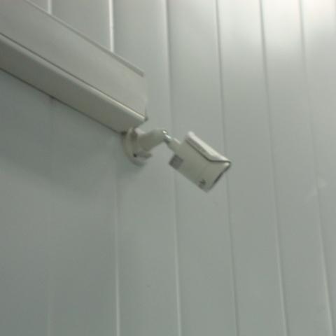 установлена камера