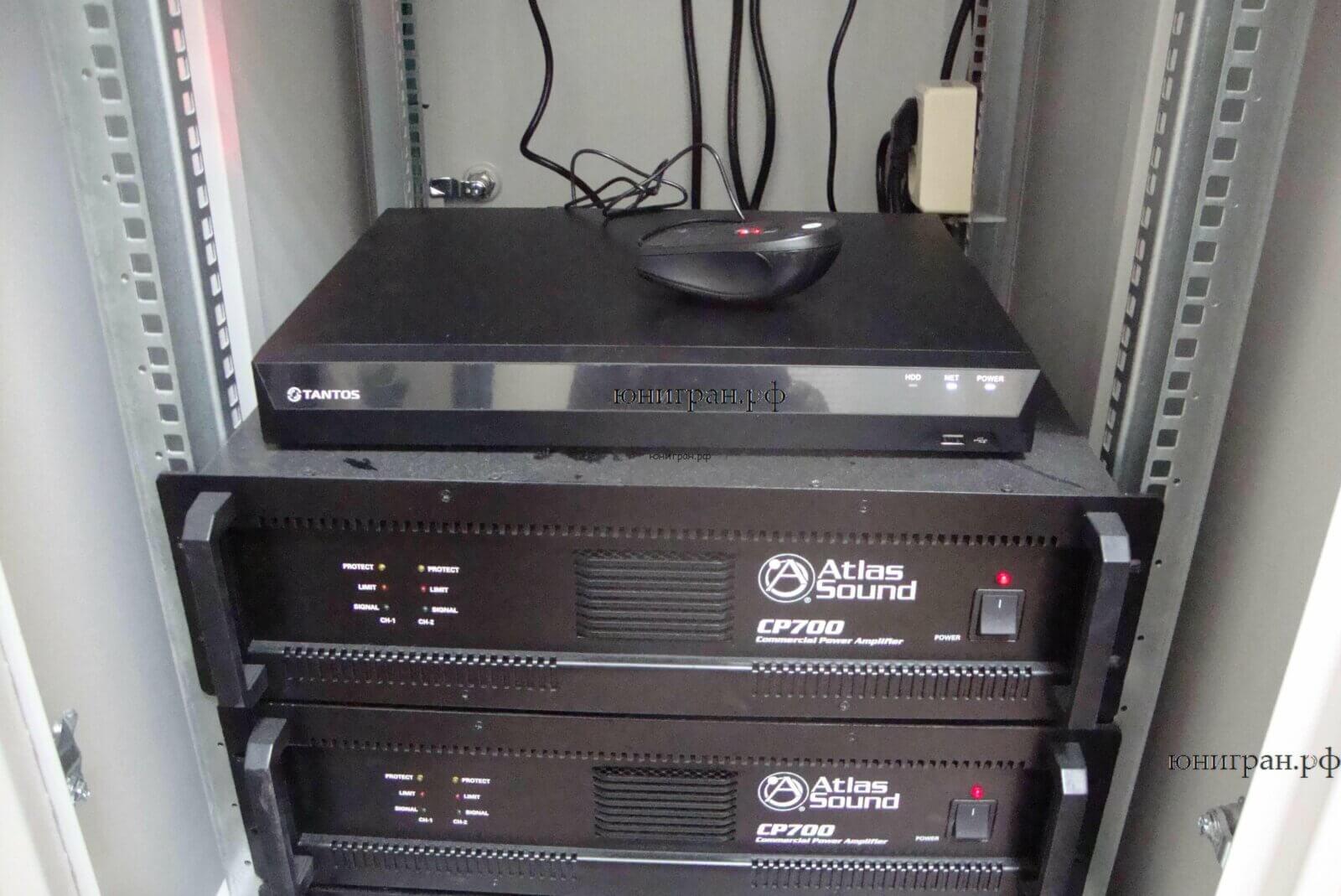 видеорегистратор в серверной стойке